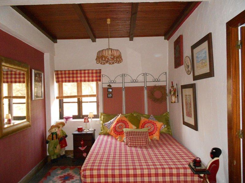 Doble Bedroom with Fireplace and Private WC/ Vale da Silva Villas farm, casa vacanza a Agueda