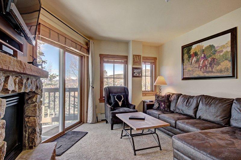 SkyRun Propriété - « 8577 Expedition Station » - Salon - Le salon est confortable avec un mobilier mis à jour et à la décoration.