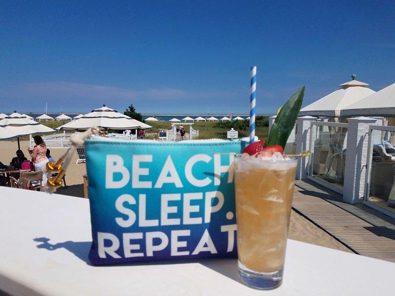 Njut av din favorit libation. CBI Beach Bar är öppen för allmänheten - Chatham Cape Cod - New England Vacation Rentals