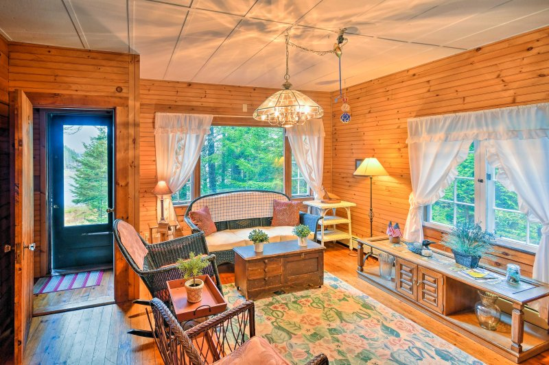 This cabin sleeps 6!