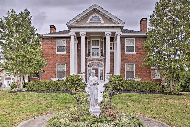 Paso atrás en el tiempo durante su estancia en la 'mansión del gobernador,' una 4-cama, 4 baños casa de alquiler de vacaciones en expansión en Charlestown!