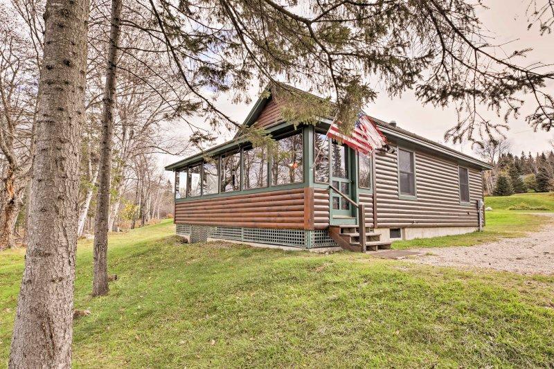 Fuja para esta cabine à beira do lago 2 quartos, 1 banho Rangeley férias!