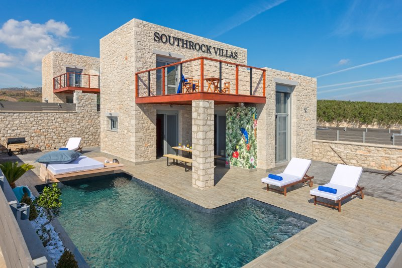 Southrock Villas - 3 Bedroom Villa with Private Pool (New Listing for 2018), location de vacances à Kattavia