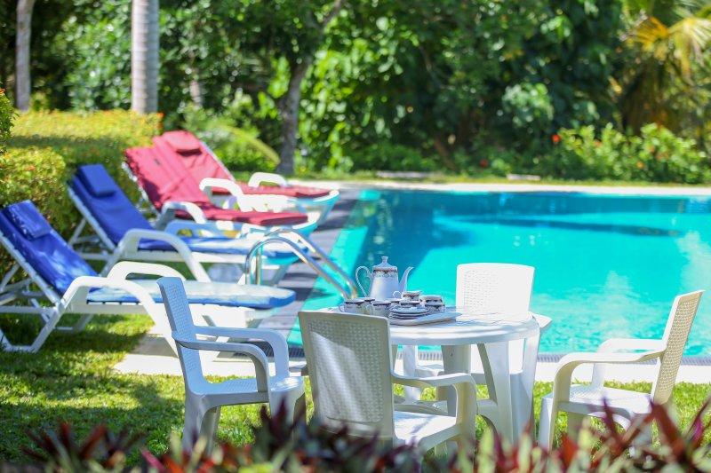 HikkaHouse 4BR Villa with Pool, holiday rental in Hikkaduwa