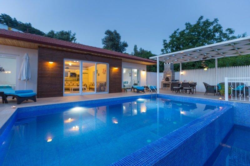 2 Bedroom private rental villa in Turkey, casa vacanza a Islamlar