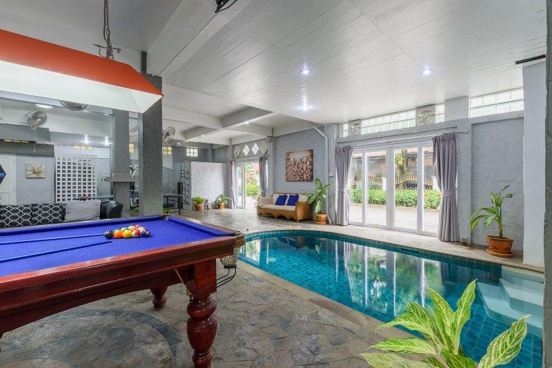 Patong private pool villa 5 min walk from Beach,Bangla, vacation rental in Patong