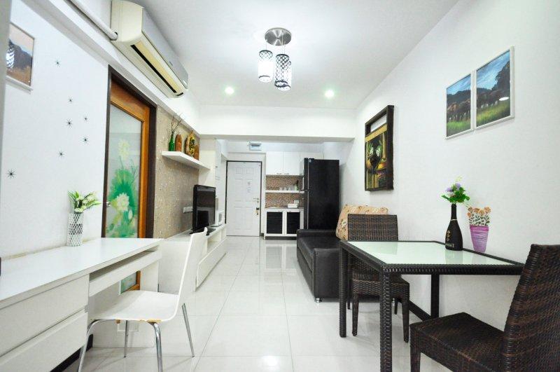 2 Bedroom Apt in Sathron;city centre near a subway(Lumpini MRT/Park) - 31A, vakantiewoning in Bangkok