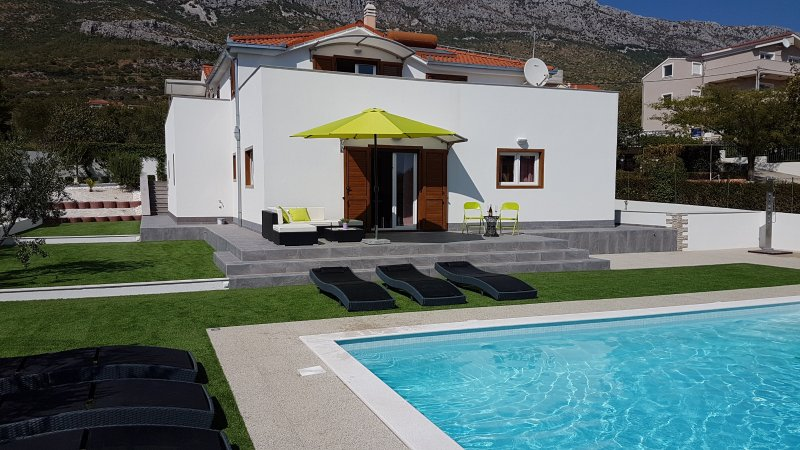Luxury Villa with Pool and Sea View, vacation rental in Kastel Sucurac