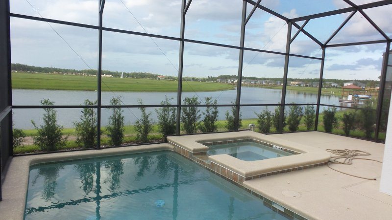 Kommen Sie sich entspannen am Pool Blick auf den See.