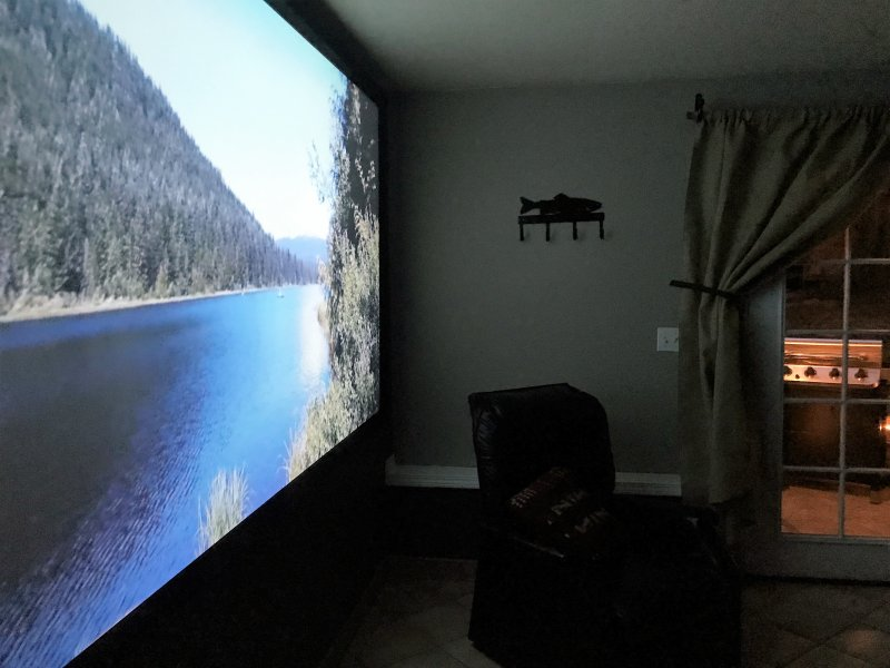 Mt Hood Super cozy Home Theater Room. 2 bdrm. Sleeps 6. 2  queens,Twin, futon:), holiday rental in Welches