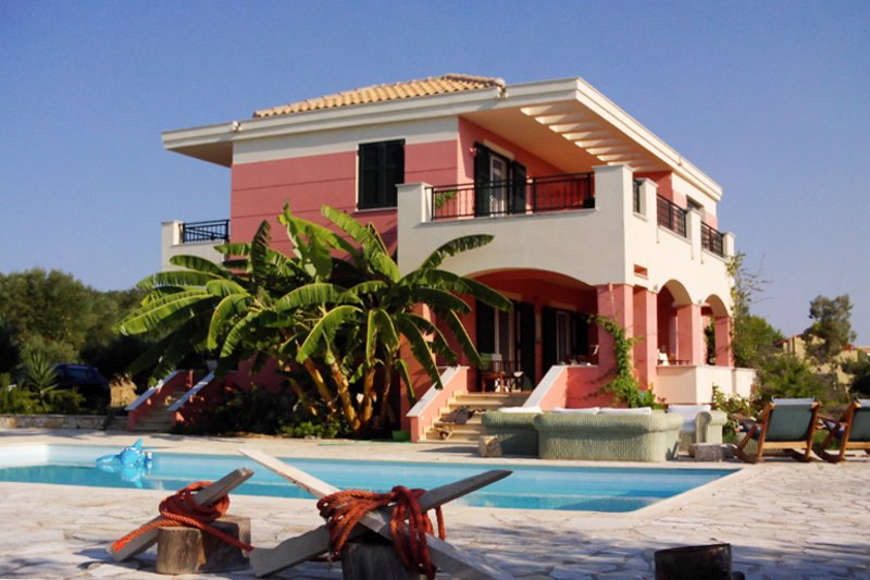 Villa 'Mitis' - A Bohemian Private Pool Retreat!, holiday rental in Kounopetra