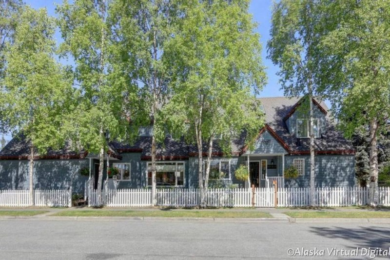 BIRCH: 2 Bed/1 Bath Self-Catering Private House, holiday rental in Anchorage