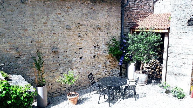 La Cuvée-Saint-Georges est un loft en centre ville situé coeur du vignoble, holiday rental in Vosne-Romanee