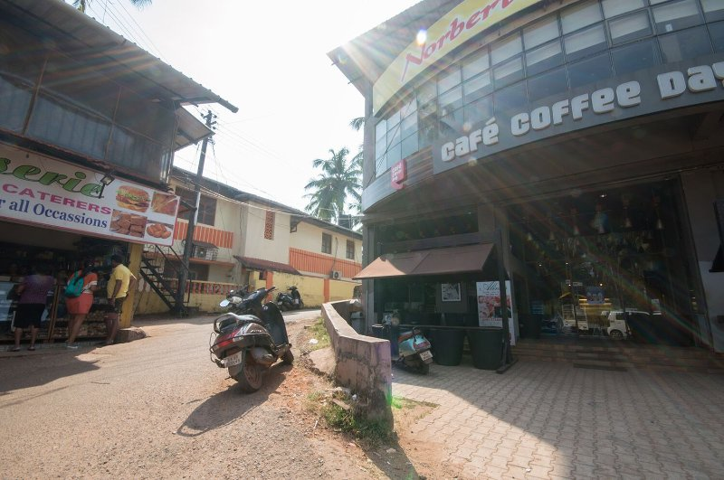 Close proximity to Cafe Coffee Day, Candolim and main road, 2 mins by two wheeler to Candolim beach