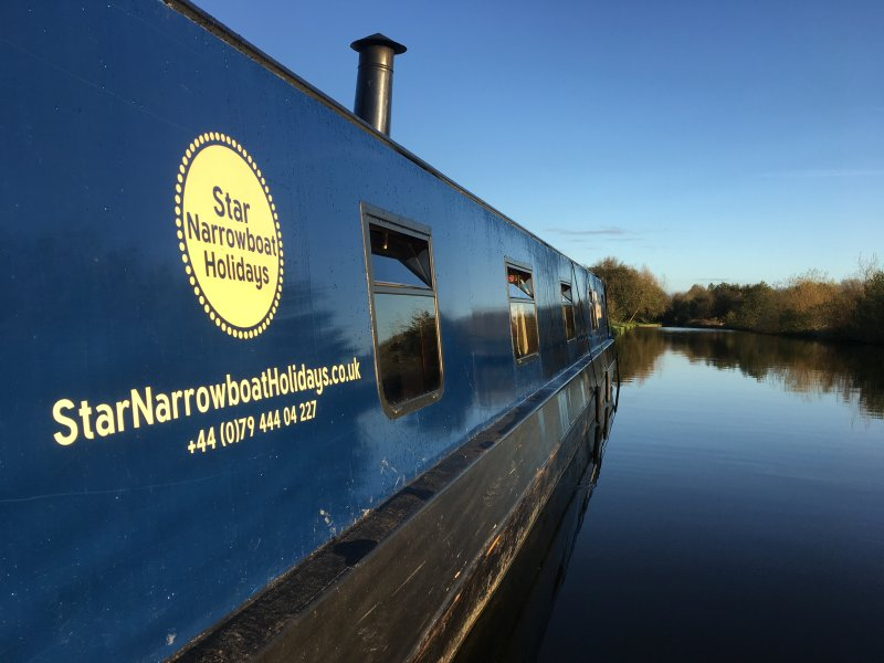 Winter narrowboat hire
