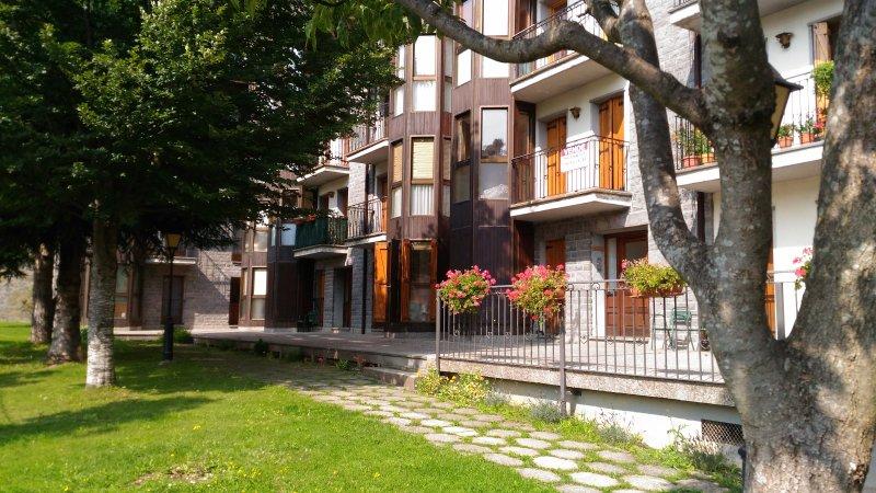 Apartamento con excelente situación y vistas, holiday rental in Tramacastilla de Tena
