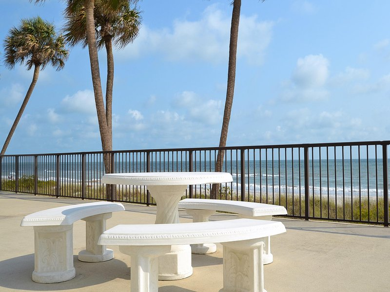 Des sièges communautaires pour les invités au bord de l'eau. Des sièges communautaires pour les invités au bord de l'eau.