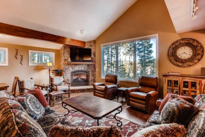 Gather with Family & Friends around the Fire/TV/Unstoppable Views...Kitchen/Dining just steps away