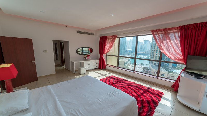 Jbr beach walk, amazing 2 bdr front Hilton /sea, vacation rental in Dubai