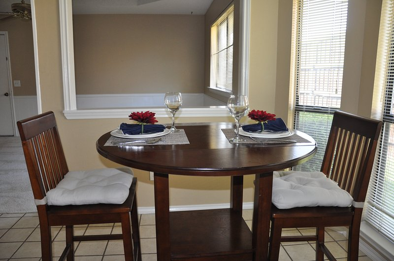 Upscale West Plano house walking distance to Whole Foods, alquiler vacacional en Plano