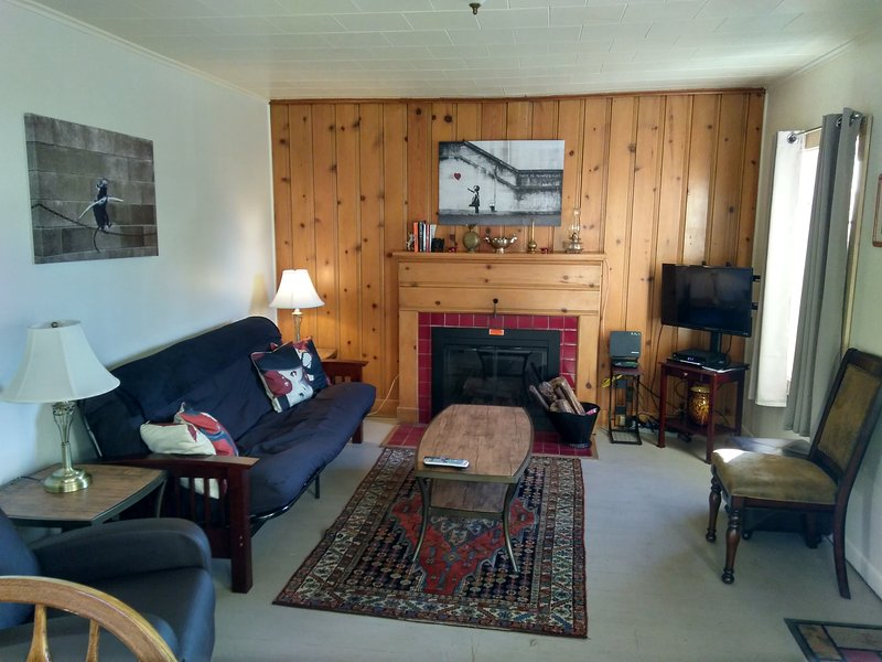 The Homestead Cottage-Just Steps From Downtown and Central Park Amphitheatre!, location de vacances à Baker City