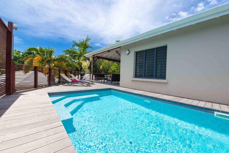 Offrez-vous des vacances de rêve dans la villa de luxe 'Ciel de kaz', location de vacances à Petit-Bourg