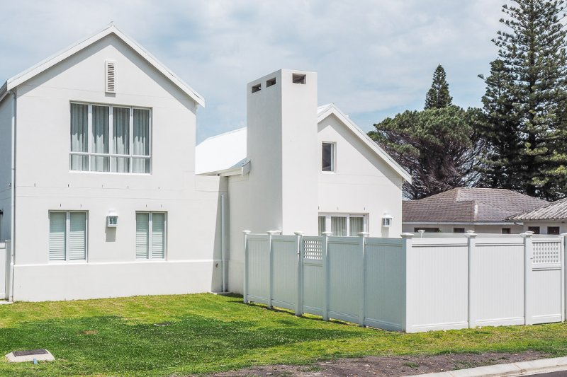 Stylish Beach House Stone's Throw from Langbaai Beach, holiday rental in Tesselaarsdal
