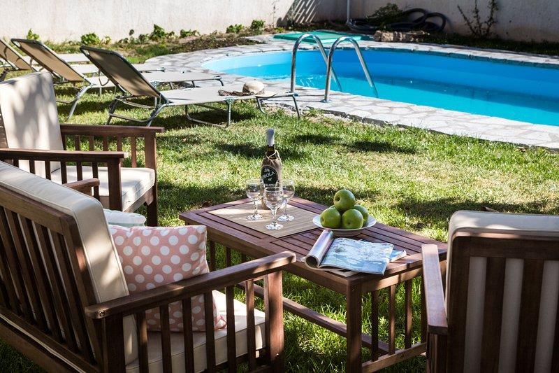 Luxurious Skala Pool Cottage, holiday rental in Skala