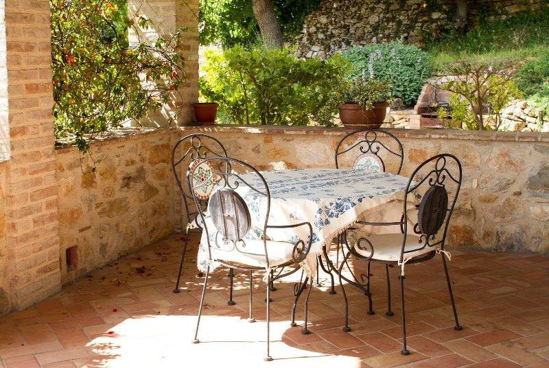 Casa Vacanze Scopeto - Apt. 8 indipendent little villa, 2 bedrooms, shared pool, alquiler vacacional en La Selva