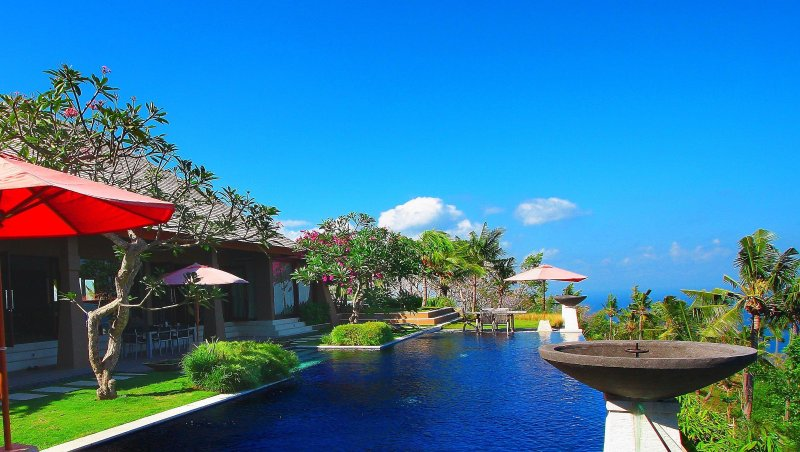 Luxury Private 2 BR hill-top Villa with Sea View, holiday rental in Senggigi
