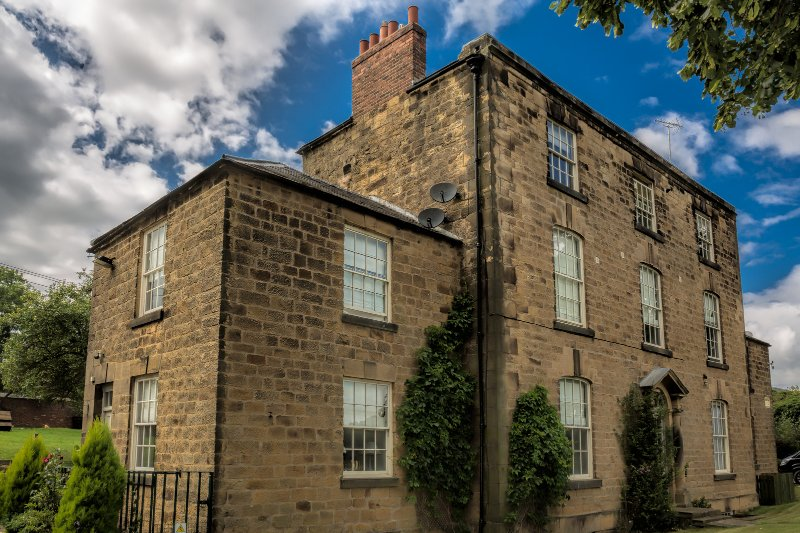 The Farmhouse South Wing & The Old Wine Cellar, Oakerthorpe Holiday Village, vacation rental in Pilsley