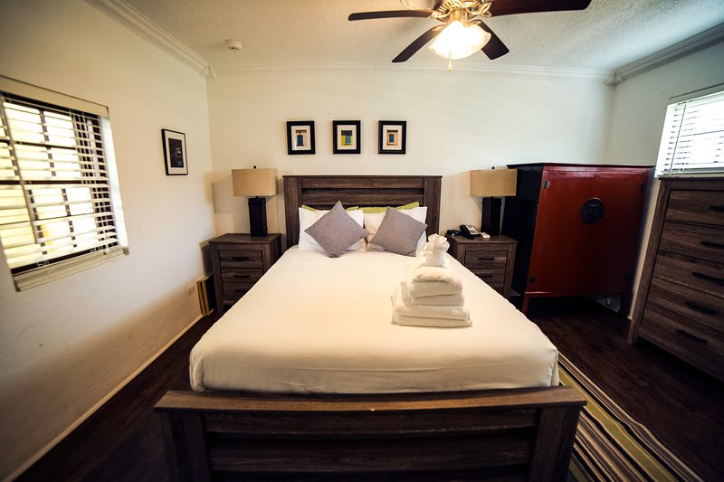 Aunt Nea's Inn Green Turtle Suite, holiday rental in Hamilton Parish