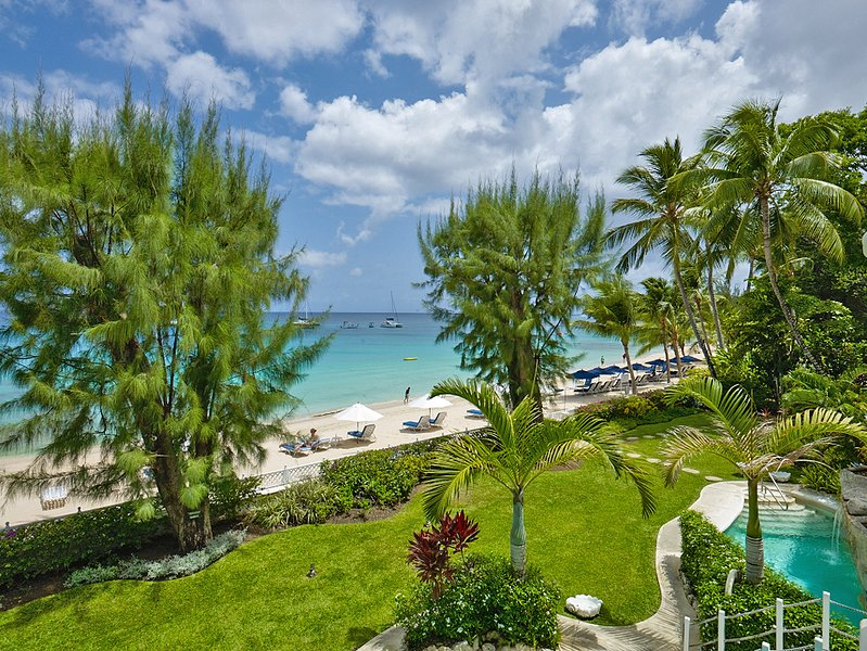 Beachfront 5 bedroom apartment of luxury, holiday rental in Paynes Bay