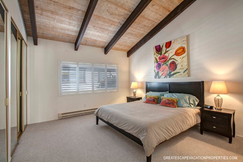 Spacious Master Bedroom w/King Bed