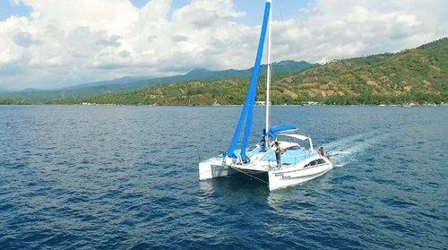 Catamaran boat rental cruise Senggigi. Lombok West Nusa Tenggara 83355, vakantiewoning in Batu Layar