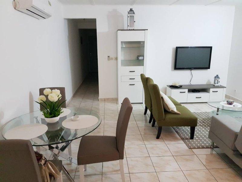 Superbe appart 2 pièces, location de vacances à Grand Bassam