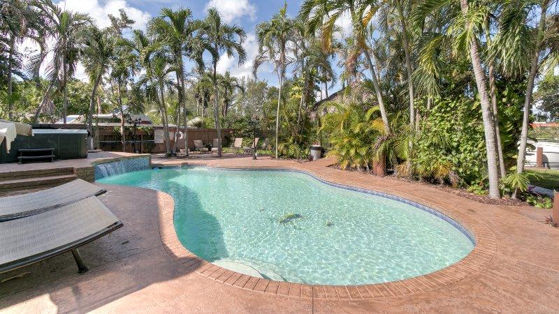 DESIGNER OASIS RESORT..11 bedrooms 7 bath resort., holiday rental in Dania Beach