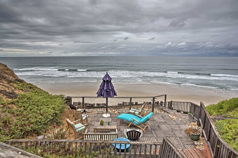 This seaside 2-bed unit lets you enjoy coastal views right from the balcony!