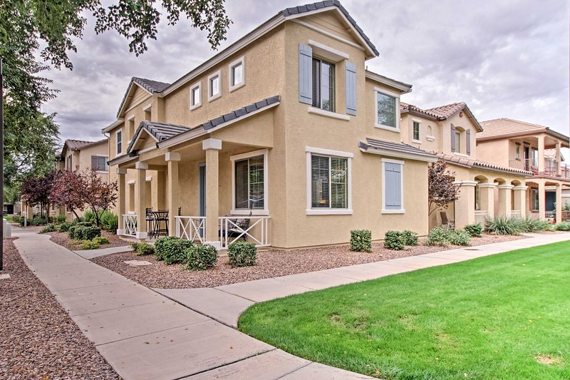 Charming Gilbert House w/Porch & Resort Amenities!, holiday rental in Chandler Heights