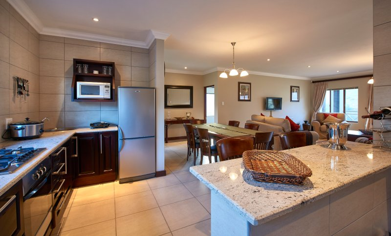 2 bedroom en-suite house with mountain views next to Golden Gate Reserve, vacation rental in Free State