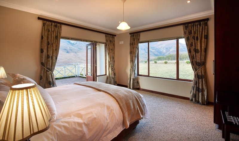 3 bedroom en-suite house with mountain views next to Golden Gate Reserve, vacation rental in Free State