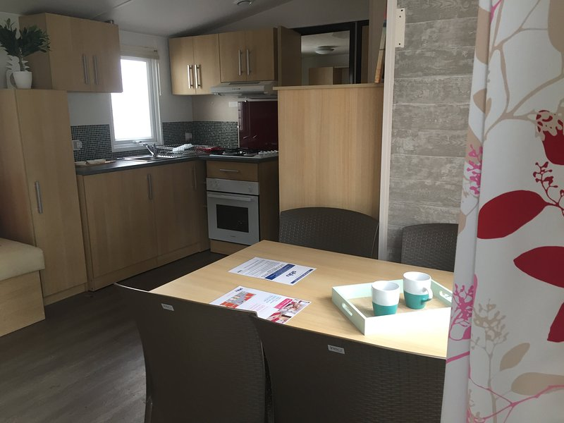 Mobil home cosy 6 pers avec terrasse/Camping Domaine de Kerlann**** Bretagne Sud, holiday rental in Pont-Aven