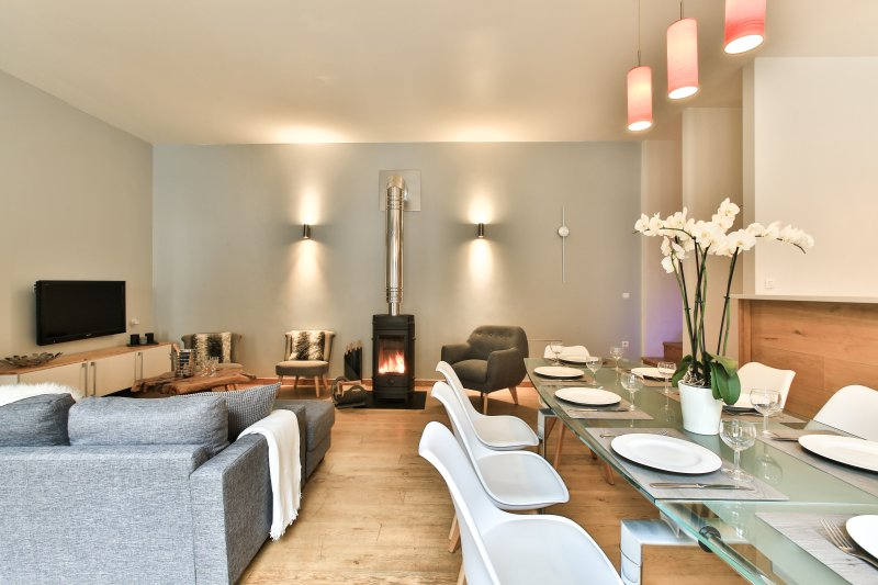 Spacious open plan living with fireplace