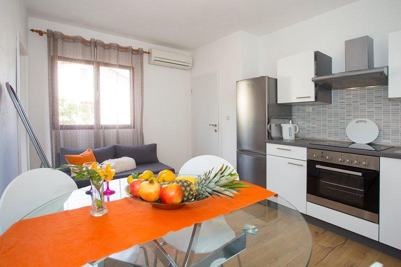 Family Apartments & Terrace, alquiler vacacional en Gustirna