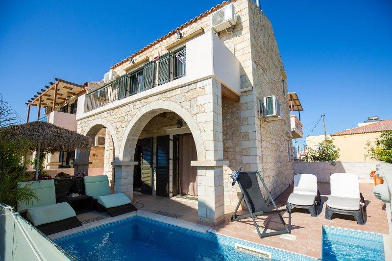 Fantasy 4BR Villa, 150m From The Sandy Beach Of Stalos Chania, location de vacances à Stalos