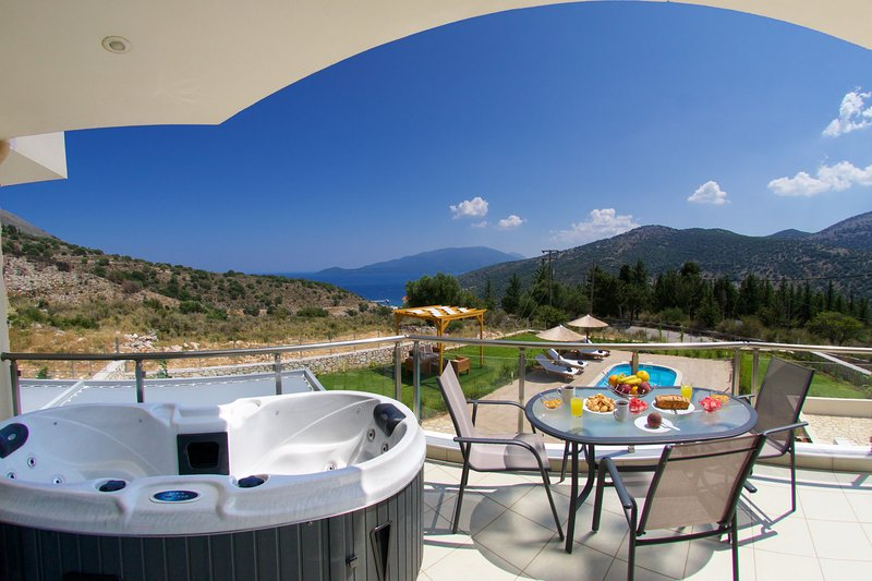 Relaxing Villa with private swimming pool and amazing sea view, aluguéis de temporada em Agia Efimia