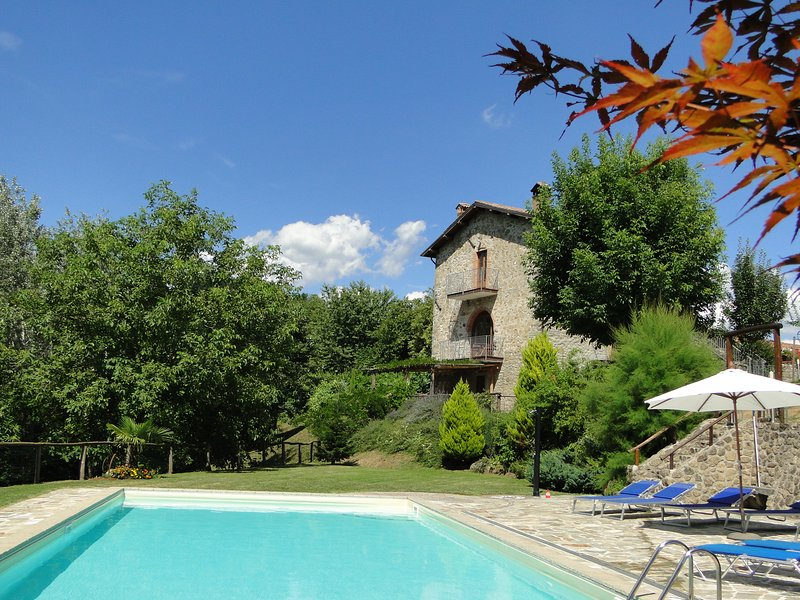 Orbaci - Delightful farmhouse with private pool, terrace and garden WIFI!, alquiler de vacaciones en Castelnuovo di Garfagnana