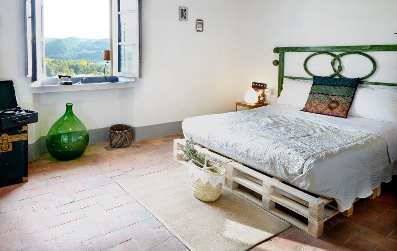 Acquapietra Countrychic Bedroom & Bathroom, holiday rental in Calcinaia