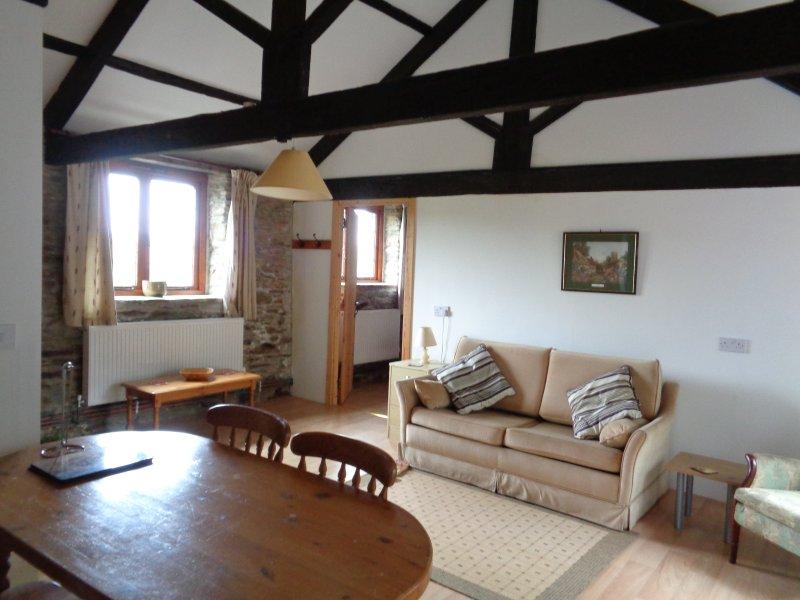 Barn Owl, 6 miles to Looe & dog friendly Seaton Beach, country retreat (1 BR), holiday rental in Liskeard