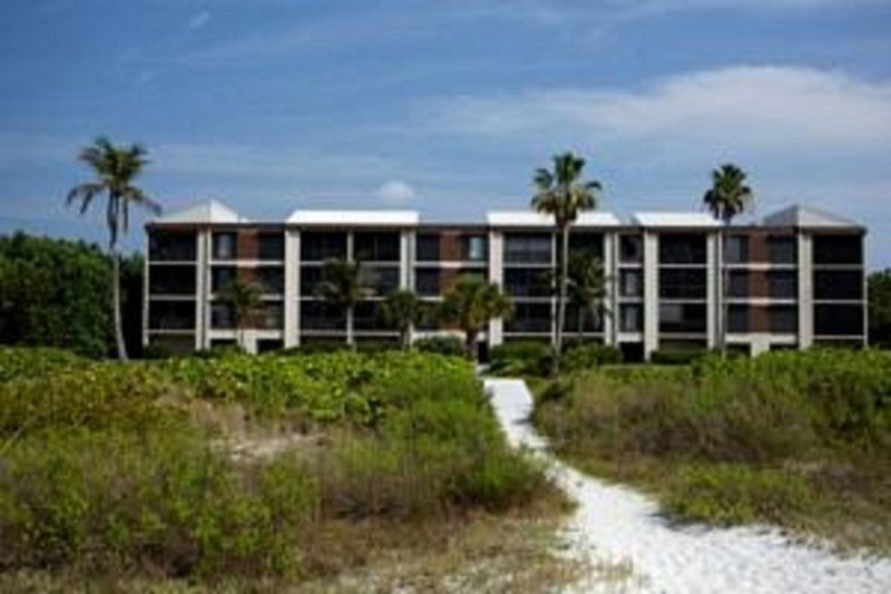 PELICANS ROOST.  APARTMENT LOCATED ON TOP FLOOR CENTER.